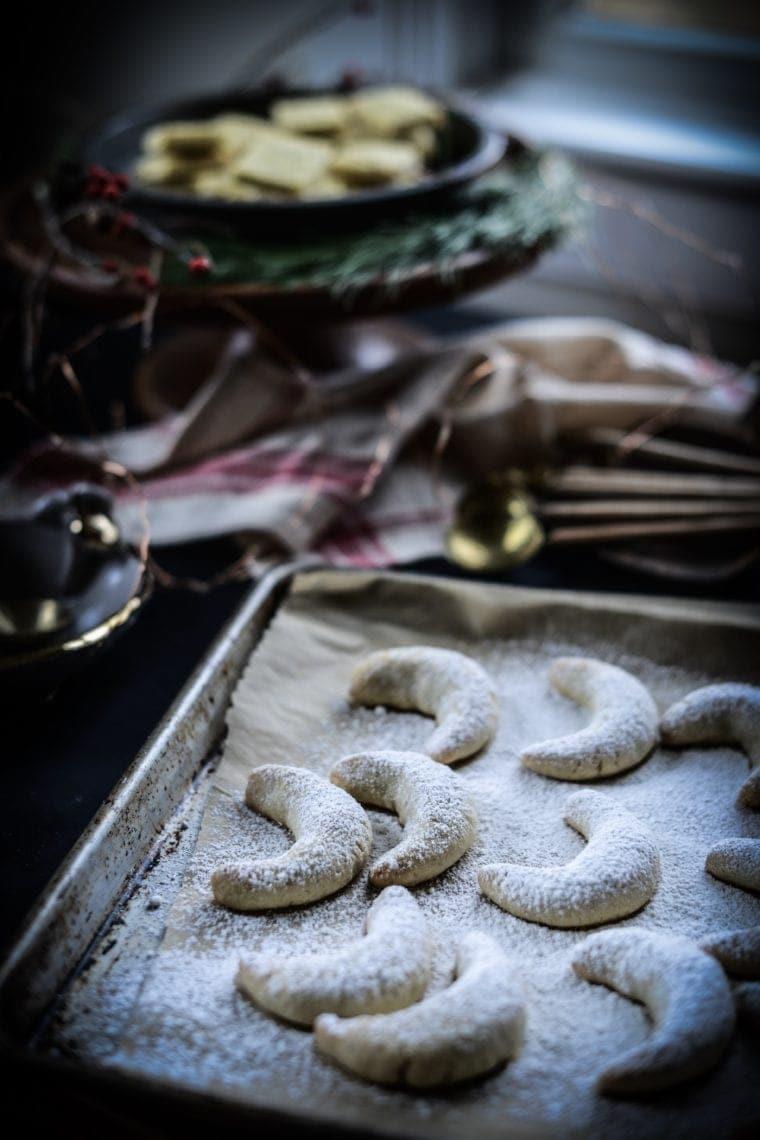 Fare Isle | Vegan Vanilla Crescent Cookies (Vanilkové Rohlíčky / Vanillekipferl)