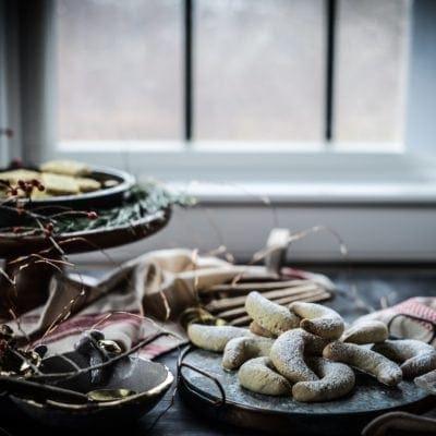 Vegan Vanilla Crescent Cookies (Vanilkové Rohlíčky / Vanillekipferl)
