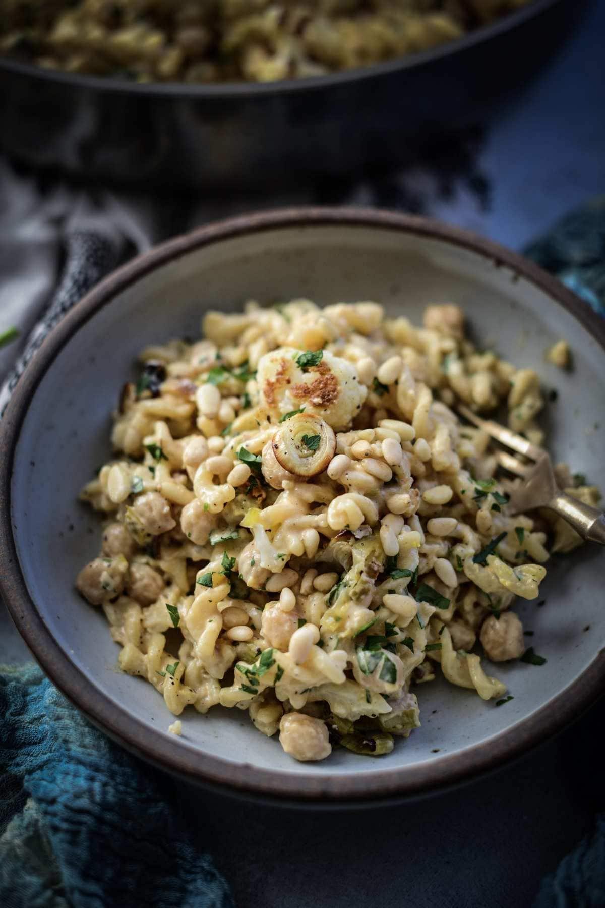 Creamy Roasted Cauliflower Leek & Chickpea Pasta – Vegan, GF friendly