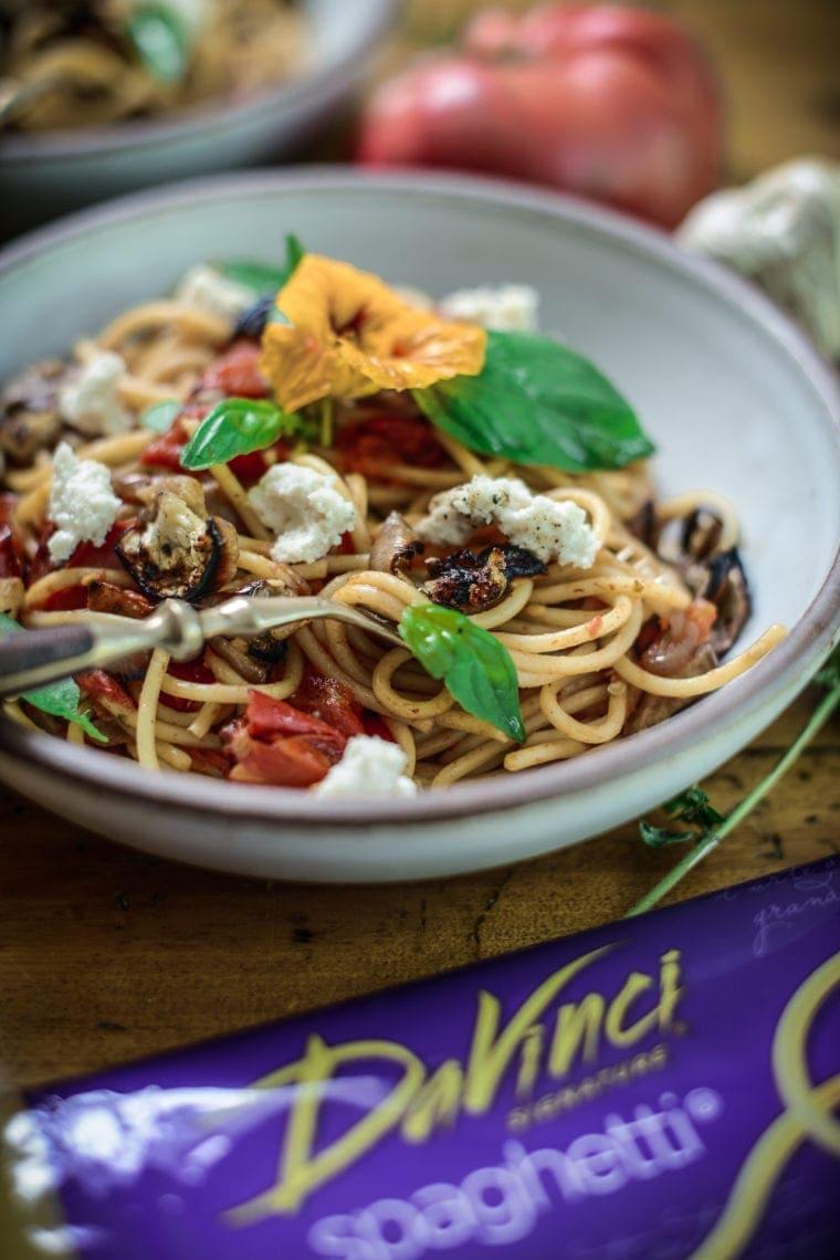 fare isle | vegan pasta alla norma - crispy eggplant pasta